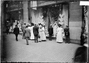 Marshall Field Department Store Window Display, Chicago, 1910, Chicago Daily News negatives collection. Courtesy of Chicago History Museum